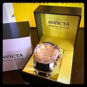 Sporty Athletic Invicta Chronograph Watch